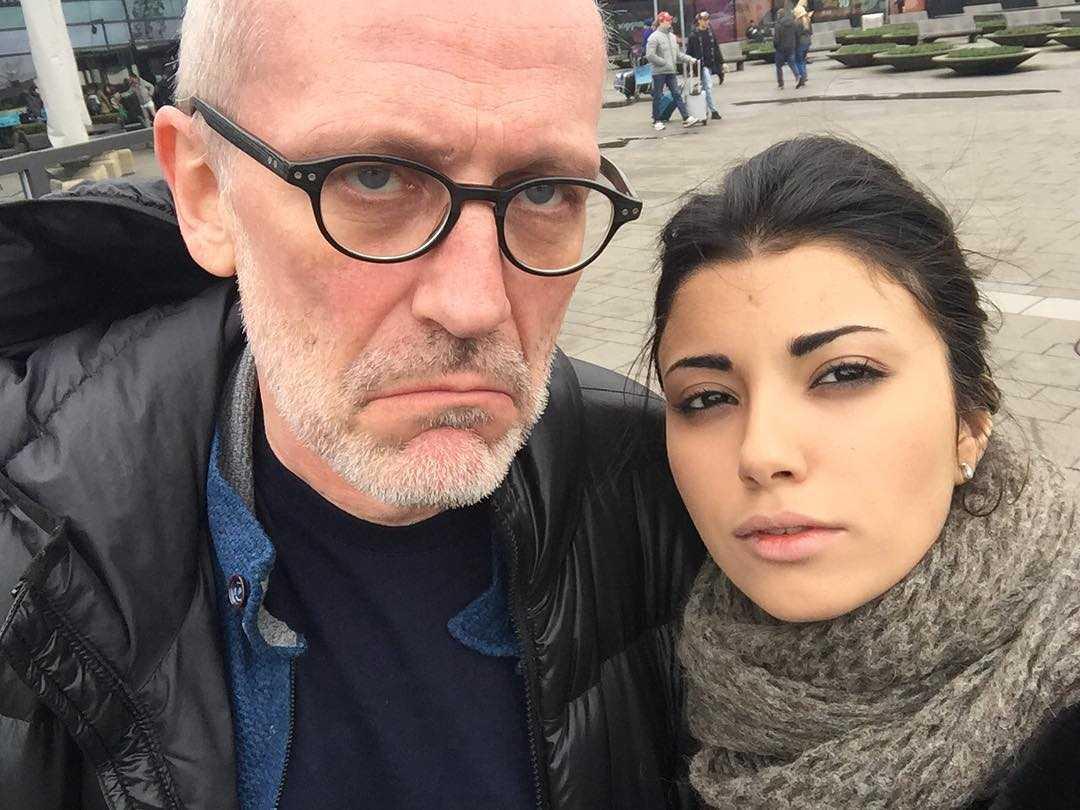 «Теперь холостяк!»: Александр Гордон официально оформил развод с Нозанин Абдулвасиевой