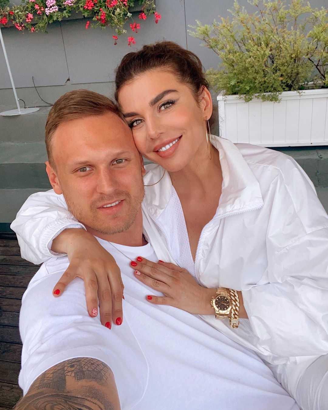 «Чудесная невеста!»: Анна Седокова показала свою свадебную фотографию