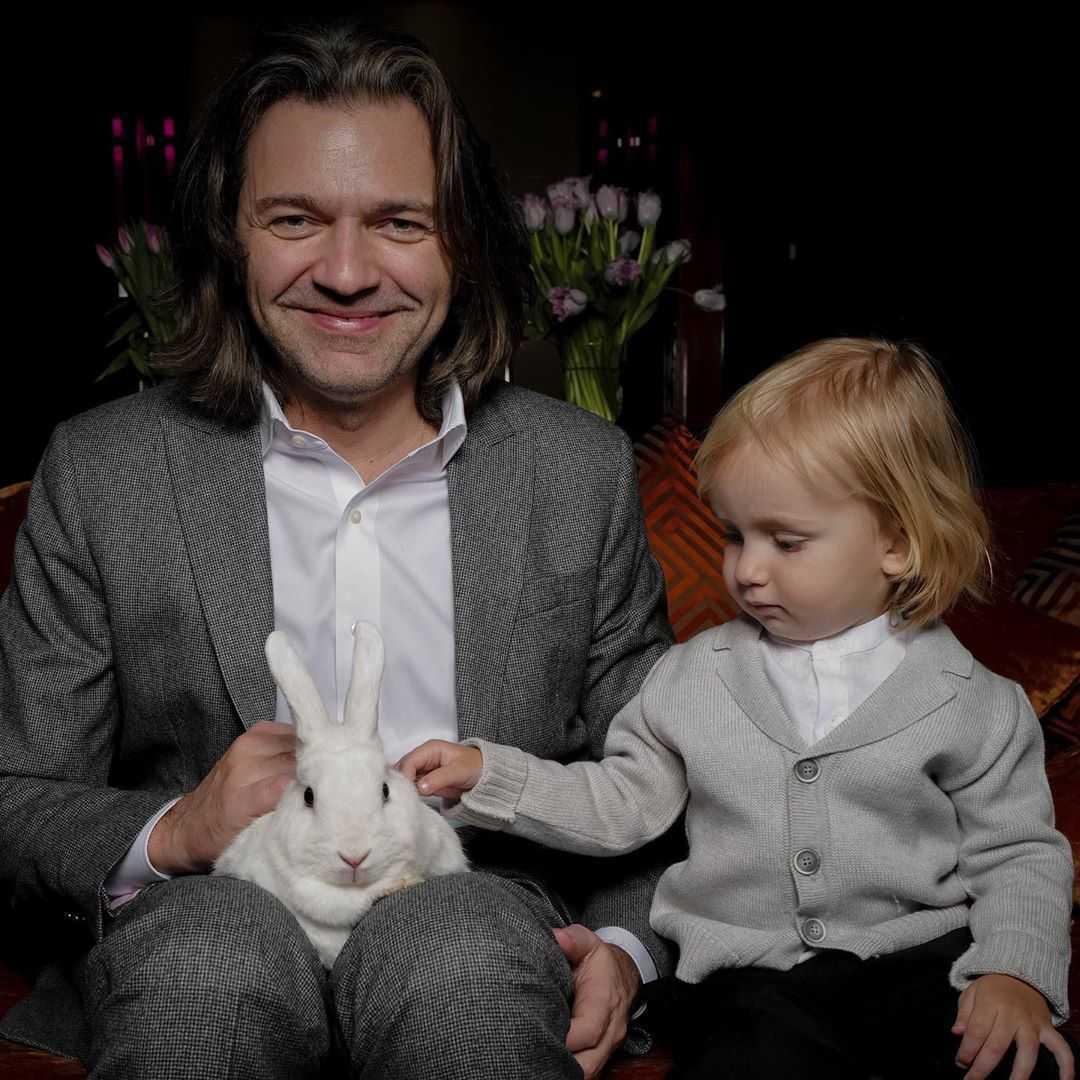 Дмитрий Маликов порадовал поклонников снимком с 2-летним сыном