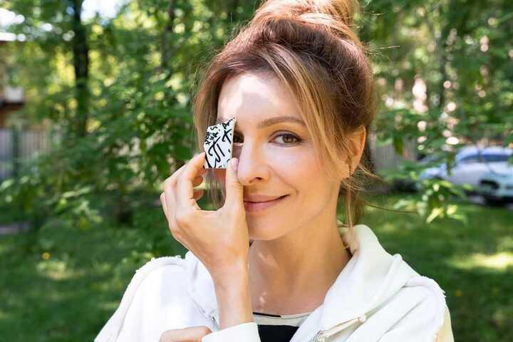 Елена Подкаминская оказалась в одной постели с известным актёром