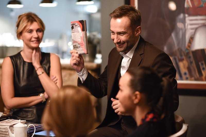 Дмитрий Шепелев выбирает новую квартиру для своей невесты
