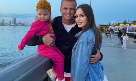 СМИ: Дмитрий Тарасов намекнул на третью беременность жены