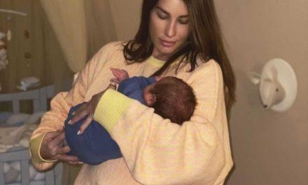Кети Топурия впервые вышла на прогулку с сыном