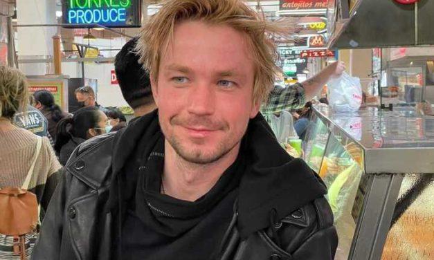 Александр Петров отреагировал на своё падение на красной дорожке кинофестиваля