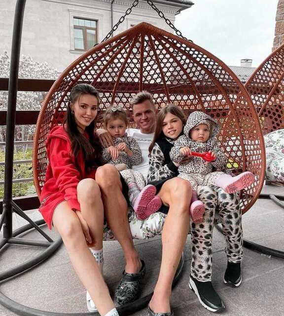 Анастасия Костенко и Дмитрий Тарасов ждут третьего ребёнка