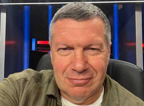 Телеведущий Владимир Соловьёв ответил на заявление Алексея Панина «о плевке ему в лицо»