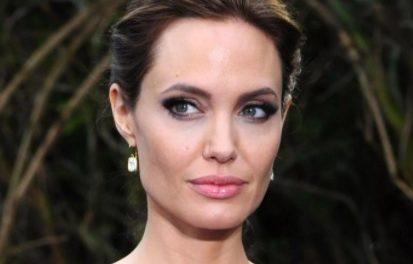 Анджелину Джоли заметили в компании бывшего супруга